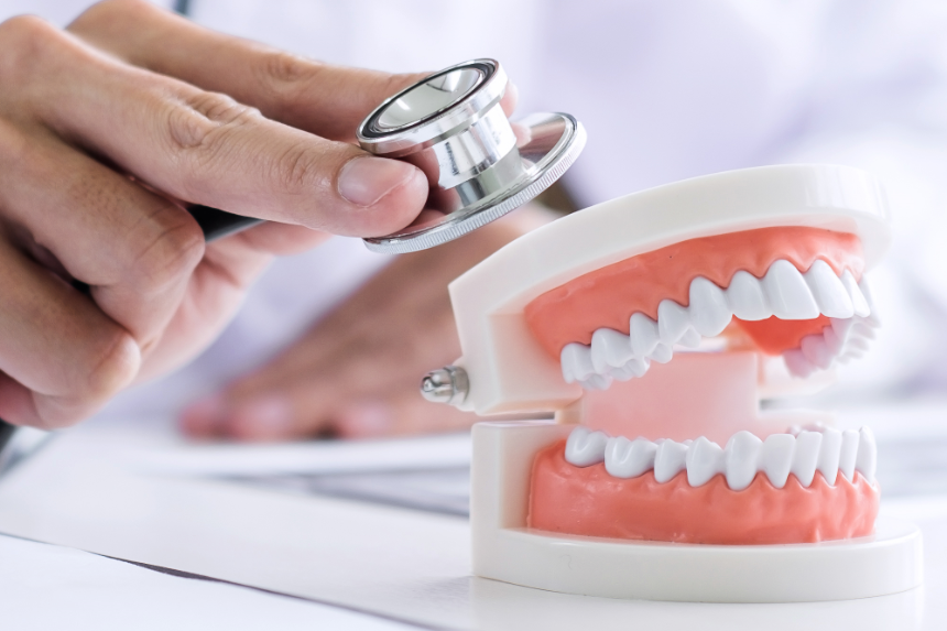 How to maintain and clean dental prosthesis